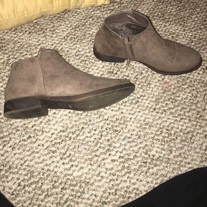 Taupe chelsea boots size 6