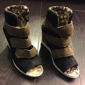 Boutique 9 Shoes - Boutique 9 sneaker wedges