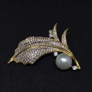 Jewelry - S999 sterling silver brooch w a huge natural pearl