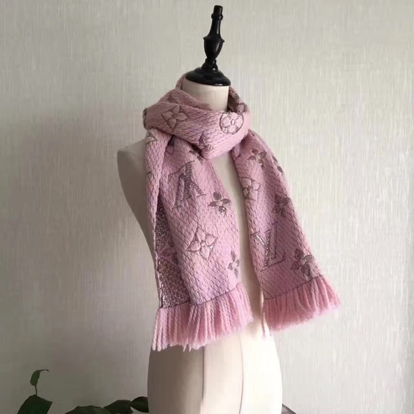 863ad32493d1f Louis Vuitton Accessories - Merry Christmas🎄  390‼ LOGOMANIA SHINE SCARF  Rose