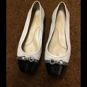 Easy Spirit Shoes - $$$ 7 SALE Easy Spirit Cream and Black Flat Shoe.