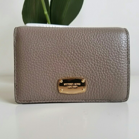 ce61141ea40f Michael Kors Jet Set Medium Slim Wallet