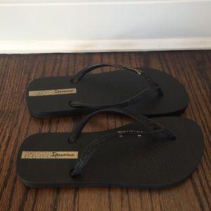 Ipanema Shoes - NWOT Ipanema Black Glitter Flip Flops