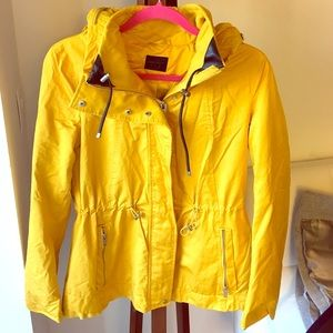 Zara rain jacket with removable hood. Size M.