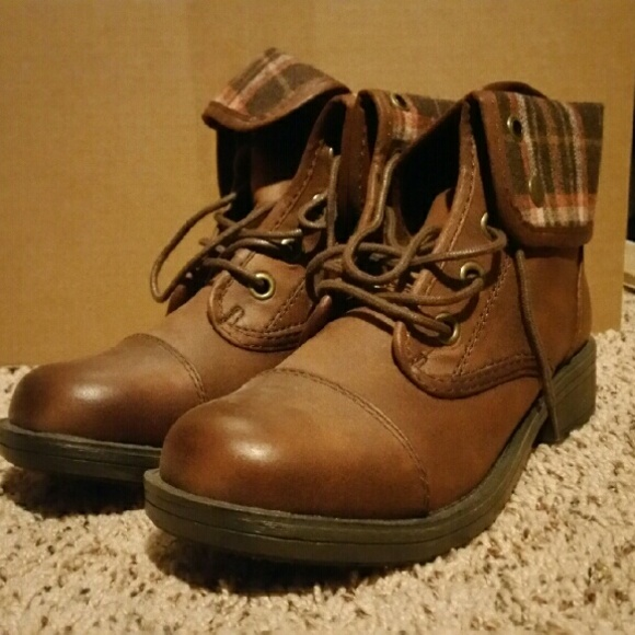 818a7f39d2a3a Jcpenny (Arizona) brown combat boot. M 585f4301d14d7b080b0eef7f