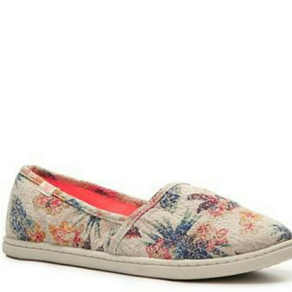Roxy Shoes | Roxy Floral And Wheat Slip