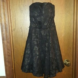 Dresses & Skirts - womans small strapless dress