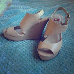 BC Footwear Shoes - Cream/tan Wedge heels size 6