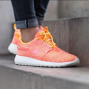 Nike Shoes - NWT Nike roshe one Flyknit