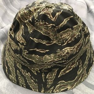 59943b7610a Obey Accessories - Obey tiger camo bucket hat
