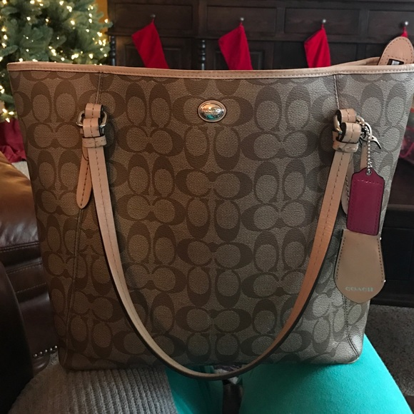d90cc67d6b Coach Purse 1 year old. Great condition!