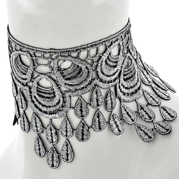 Jewelry - REVERSIBLE • Silver tone lace chandelier choker •