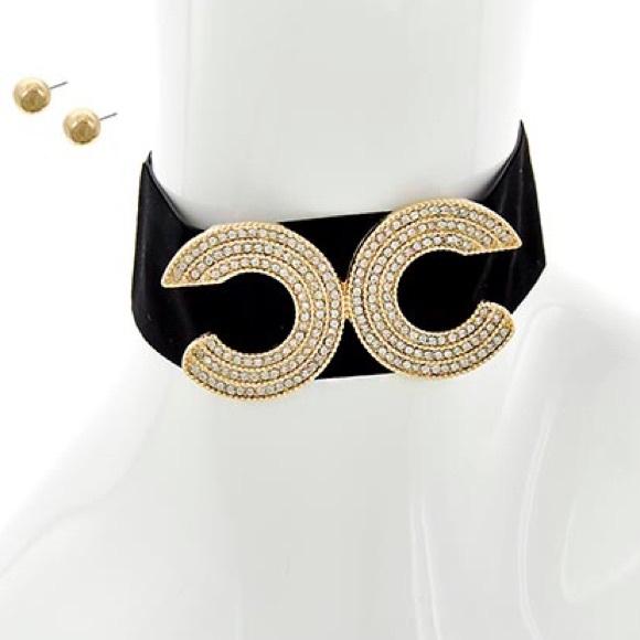 Jewelry - • Gold tone Rhinestone suede choker/ earrings set•