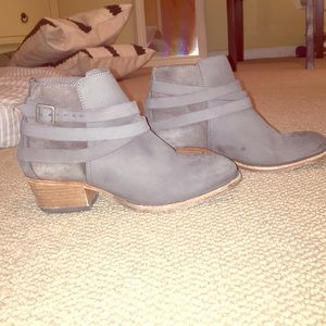 H By Hudson Shoes - Grey ankle booties with buckled straps