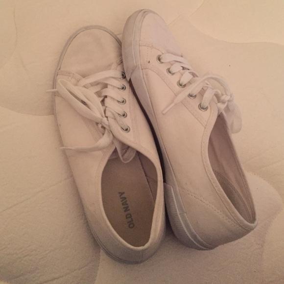 d00173a6551 Old Navy White Tennis Shoes. M 5860b30d8f0fc4786d12a310