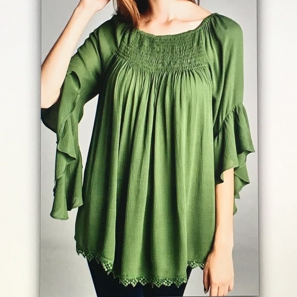 🌲Green 3/4🌲bell sleeve flowy blouse