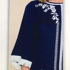 Tops - 🐬Blue/white🐬floral 3/4 fringe tunic blouse