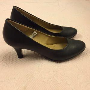Merona 3 inch black pumps size 8.5