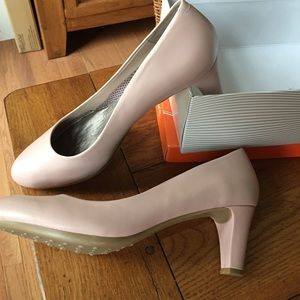 Easy Spirit Shoes - New light pink leather upper so cute💗💐