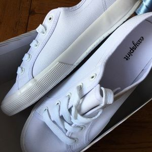 Easy Spirit Shoes - Super cute white canvas sneakers New⚓💞