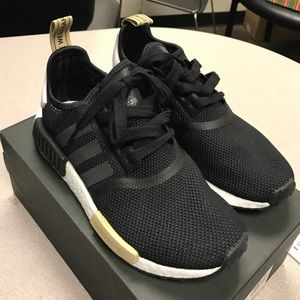 black adidas nmd r1 womens