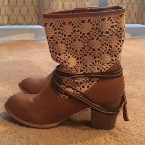 Franscesca's boots size 8