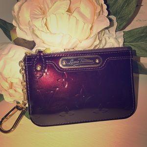 Louis Vuitton Vernis amarante key cles