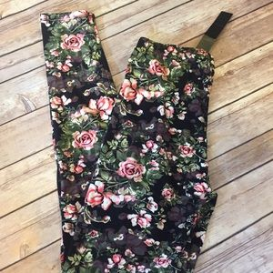 Pants - Last one! {Plus} Gorgeous Floral leggings