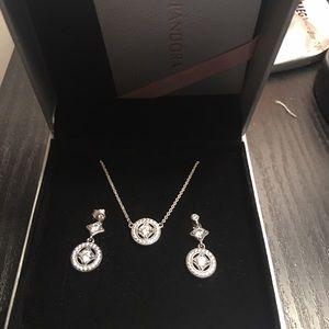 Pandora Jewelry - Pandora set