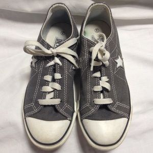 Converse Other - Converse kid's one star size 2 gray
