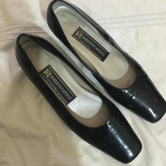 4df91e70b2679 Roberto Capucci size 8AA. Black patent leather.