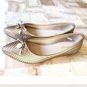 Shoes - 🎉Sale⭐️Classy gold tone Flats!