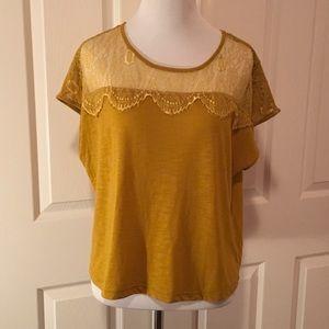 Chloe K Tops - Chloe K relaxed fit crop T-shirt