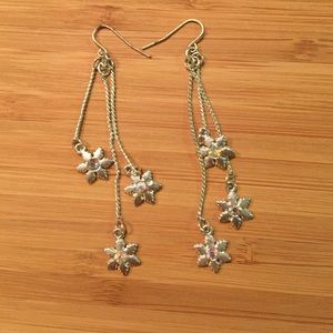 Jewelry - Dangle snowflake earrings