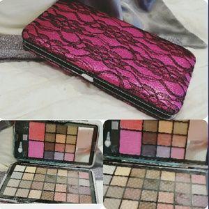Eye shadow palette wallet