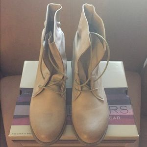 Skechers Size 7 Tan Ankle Boots