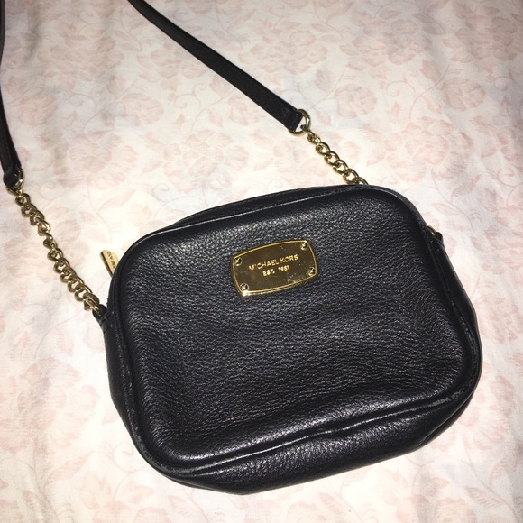 704499e2ae2a Michael Kors Jet Set Small Black Crossbody Bag. M 5861fcc22599fe93120309f6