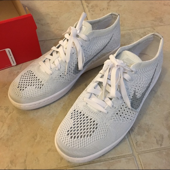 NEW NIKE Tennis Classic Ultra Flyknit Shoes WOMENS Sz 7.5 White