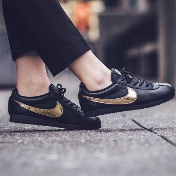 online retailer 06822 b382d Nike Cortez QS black gold swoosh tennis shoes