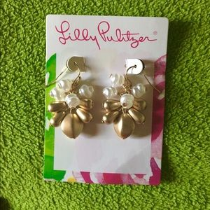NWT exclusive giveaway Lilly Pulitzer earrings 💕