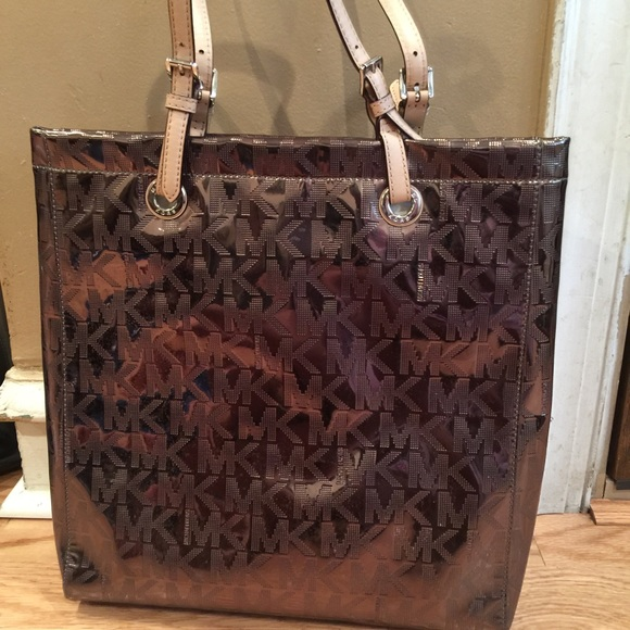 3189ed0d8f404 Michal Kors Authentic Metallic Tote Bag. M 58628ead522b4571ab17ff7d