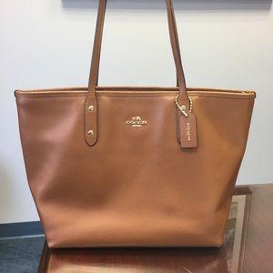 bbfaa1fa1f8d9 ... store coach bags coach city zip tote in crossgrain leather 34029 c2a63  ...