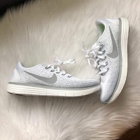 le scarpe nike libero distanza scarpe poshmark