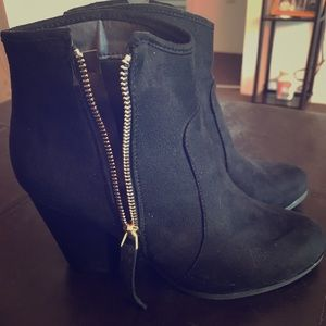 Journee Collection Shoes - NWOT Journee Collection Link Booties
