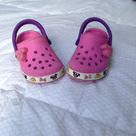 969396c39f2a35 ... Toddler girl Sofia the First Disney Crocs Size 8-9 get new 98ee2 b90ed   Minnie Mouse light up Crocs best shoes 3fc06 f2398 ...