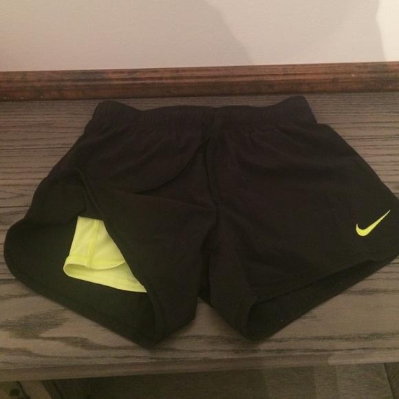 9a6aae395ef Nike women s 2 in 1 phantom shorts size XS. M 5862d7befbf6f98fed016666