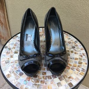 FIONI Clothing Shoes - Fioni grey & black pumps