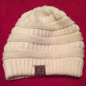 White knitted hat❄️☃️Final price!$