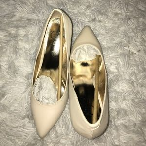 143 Girl Shoes - NWT Ivory Size 8 Heels!