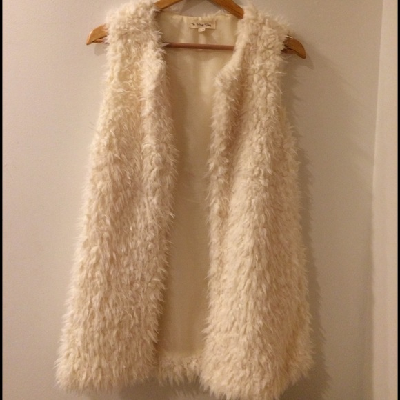 Enjoy your shopping experience at Marc Kaufman Furs, NYC 's Best Place to Shop in New York City for furs. Professional fur storage, fur cleaning and fur repairs. Furrier on premises.